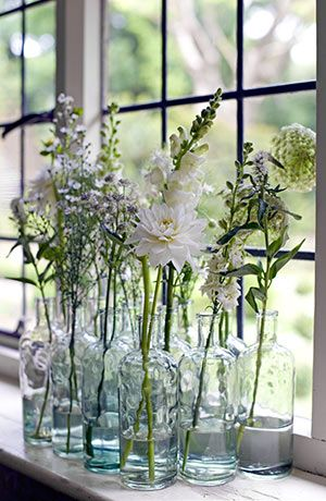 Here's a great idea for a pure & simple flower arrangement--wildflowers in multiple little vases, grouped together for maximum impact!