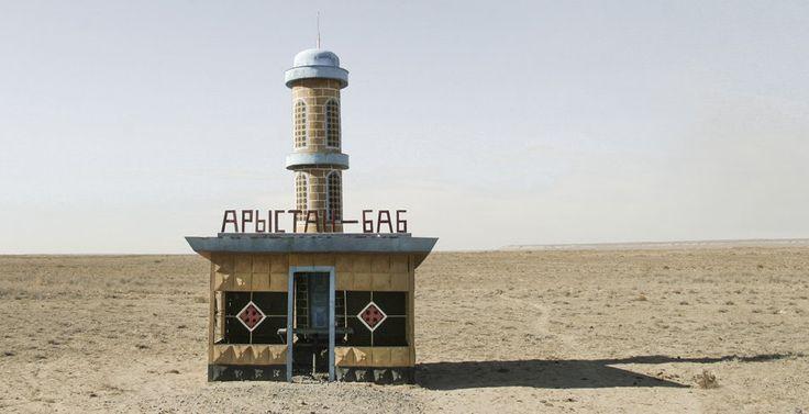 quibbll.com - Кристофер Хервиг (Christopher Herwig): Советская автобусная остановка - Казахстан, г. Аральск