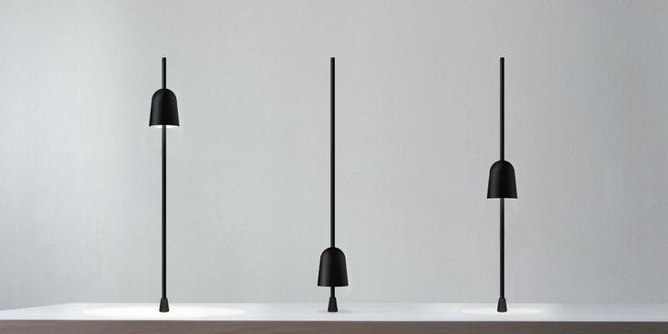 Luceplan Ascent, una lampada di design che permette di variare la tonalità luminosa e la diffusione tramite un semplice movimento.