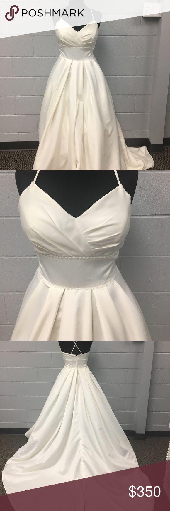 DaVinci Wedding Gown DaVinci Ivory Satin wedding dress! V neck ball gown. Measurements are bust 39.5, waist 31.5, hips 43.5 DaVinci Dresses Wedding
