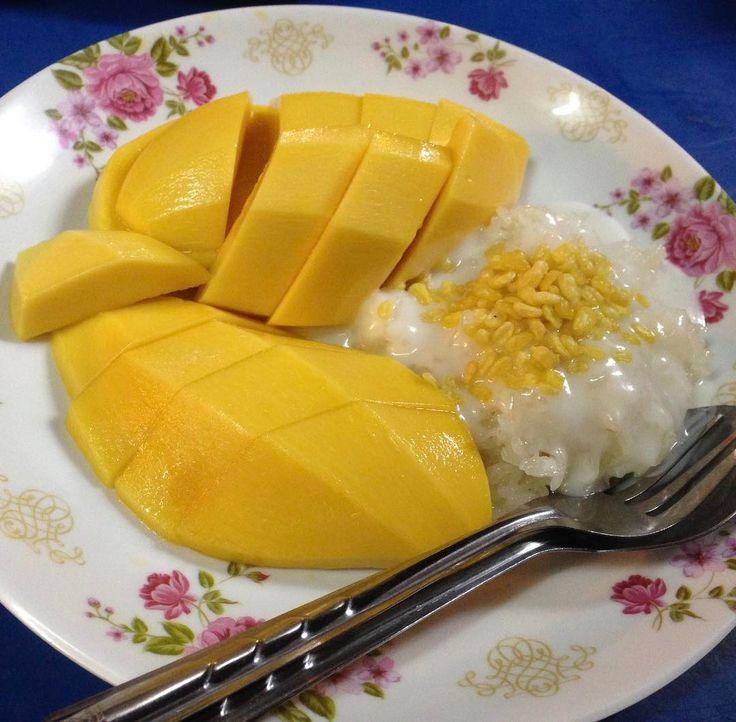 カオニャオマムアンマンゴーを知ってますか  タイ以外の国でもあるかもしれませんが南国のくだもの大国タイのデザート的ごはん  マンゴーまるごと一個に甘く味付けしたスティッキーライスもち米の上にココナッツミルクをかけて食べるタイ料理  三食の内の一食になりながらもデザートにもなりえる年中通して暑い気候の国タイならではの食べ物  甘く炊いたもち米の上にアイスをのっけるデザートはベトナムにありますね  近々この食べ物カオニャオマムアンマンゴーを作ってみる予定です  もし真新しいものを食卓に並べたいなあとお思いのアナタ  この機会に作ってみてはいかがでしょうか  マンゴーマムアンで調べるとレシピが色々出てきますよ  好きな言葉新しい選択が新しい日のきっかけになる  Taiwa Sato  #taiwa #cocoacana #コラム  #果物 #観光 #旅行 #旅 #画像 #おすすめ #写真 #ここあかな #人生 #ものの考え方 #目標 #デザート #海外 #海外生活 #海外旅行 #自分磨き #マンゴー #人気 #フルーツ #健康 #旅人 #日記 #自分磨き #ここあかな #佐藤 #太和…