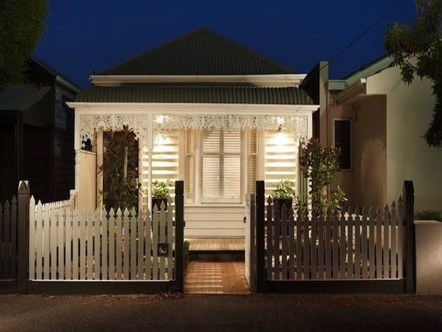 Expansive Melbourne Home Looks Tiny On The Outside
