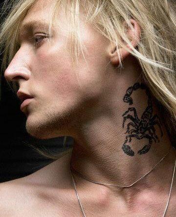 Multiples Tatuajes De Escorpiones Para Hombres Tatuaje De Rosa En El Cuello Tatuaje De Escorpion Tatuajes Chiquitos