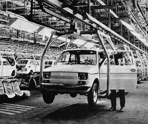 Polski Fiat 126p cars being assembled in the FSM plant, in Bielsko-Biała. In: Autó-motor, 1973. XII. 6.