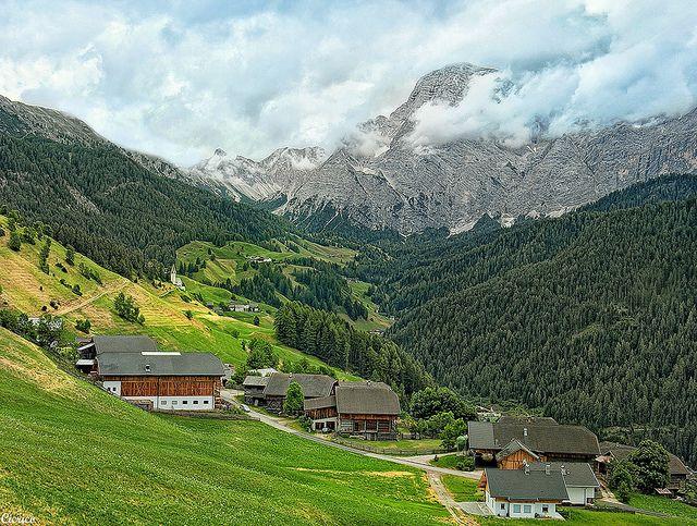 ITALIAN ALPS,  La Valle - Wengen - La Val: Località Cians (2) e come sfondo il Sasso Croce - Kreuzkofel | Flickr - Photo Sharing!
