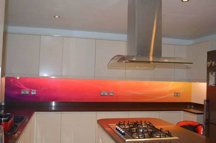 Printed kitchen glass splashback - not this design - something botanical maybe?