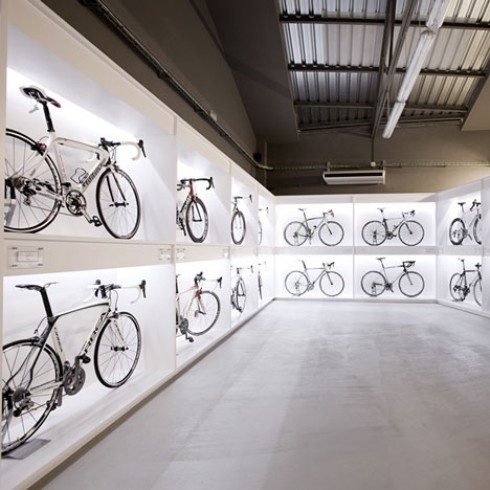 Pave bike shop in BCN by Joan Sandoval: Bike Storage, Bicycles Shops, Shops Interiors, Bikeshop, Stores Design, Bike Shops, Joan Sandoval, Barcelona Spain, Bicycles Stores