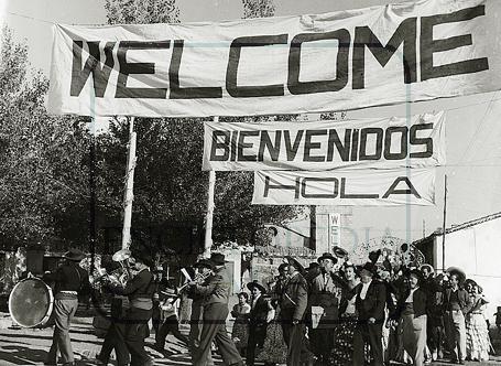 """""""Bienvenido Mister Marshall"""", Bienvenido, Mister Marshall es una película española de 1953, dirigida por Luis García Berlanga. Fue reestrenada el 20 de diciembre de 2002 en Guadalix de la Sierra, donde se filmó la película, con 25.260 espectadores y 39.346,58 € de recaudación.2 3 Además, como homenaje al centenario de la Gran Vía de Madrid, se proyectaron una decena de películas famosas, entre las que se encontraba ésta. http://es.wikipedia.org/wiki/Bienvenido,_Mister_Marshall"""