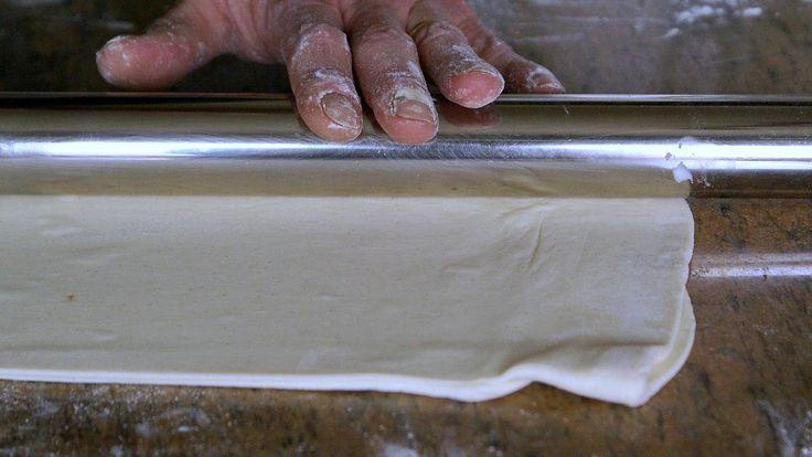 Réaliser une pâte feuilletée en 8 minutes (feuilletage facile et rapide)...