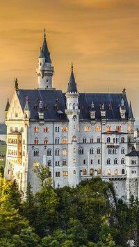 Zamek z wieżyczkami w Bawarii