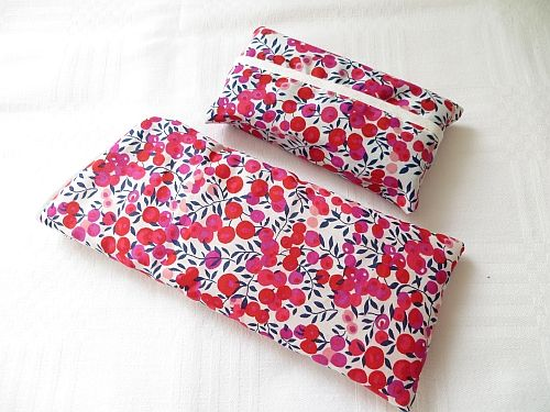 Liberty Wiltshire Red Speca Case and Tissues http://www.fleecehatsbyjacaranda.co.uk/spectacle-cases-liberty-morris-c-16.html