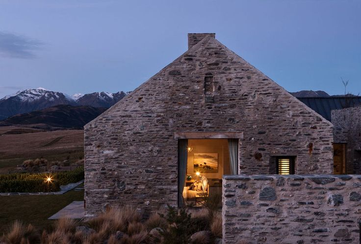 An absolute beauty in Central Otago, New Zealand by Sumich Chaplin Architects.