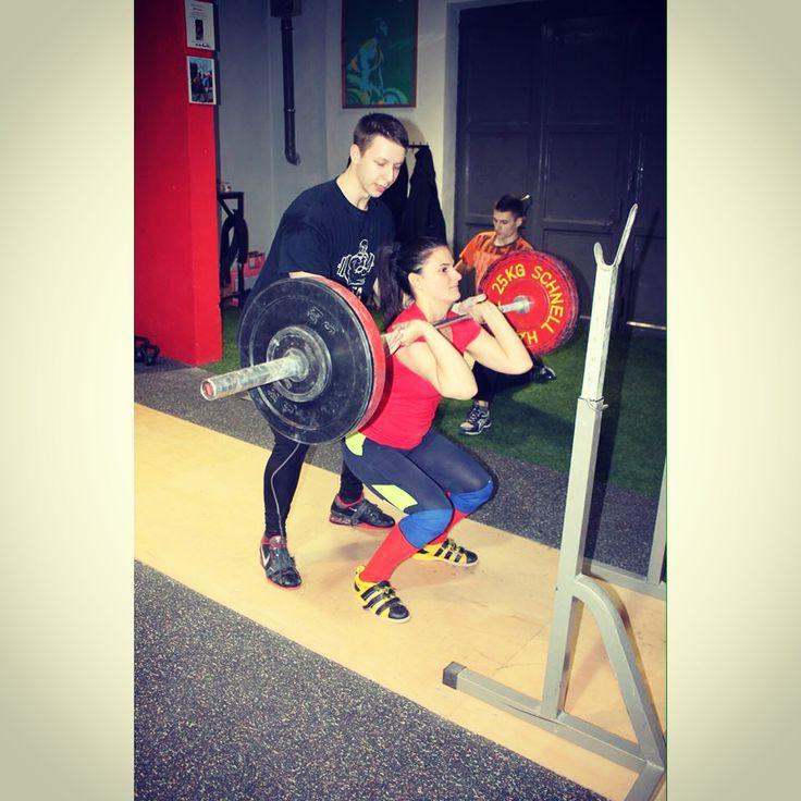 #FrontSquat in #FlexBase #girlswholift #girlswhosquat #weightlifting #crossfitgirls