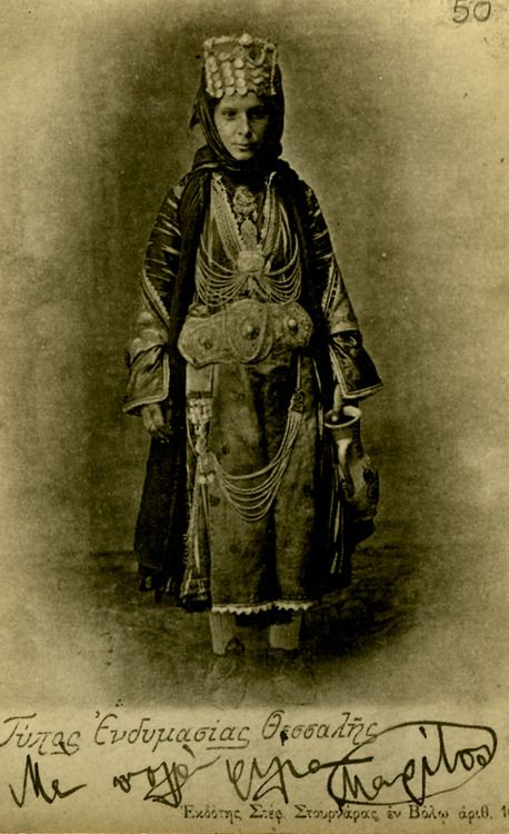Postcard of a woman wearing the Stefanoviki costume in the early twentieth century. ©Peloponnesian Folklore Foundation, Nafplion, Greece