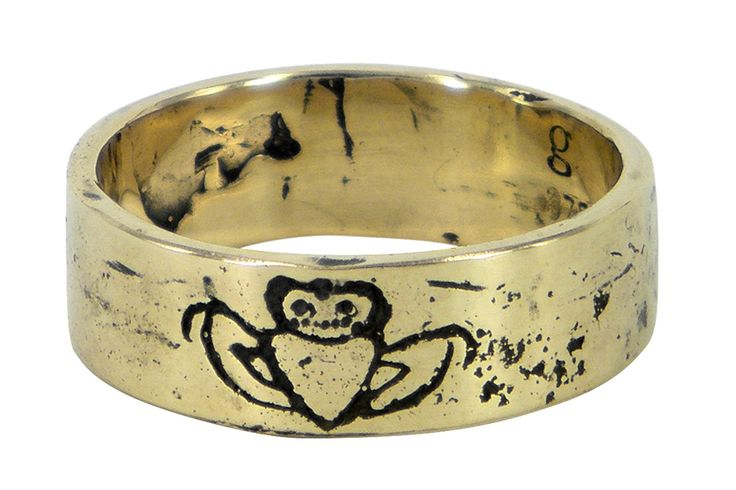 Engraved claddagh in yellow gold