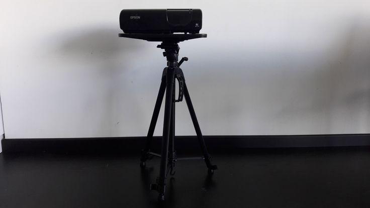 Soporte tripode para proyector