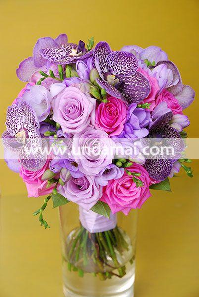 Buchet de mireasa din trandafiri, frezii si orhidee Vanda