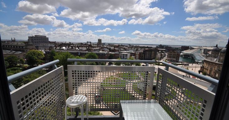 Article Via Hull Daily Mail: Inside the luxury apartment with amazing views of Hull - but it won't be around for long    Hullmoneyman.com Offer Mortgage Advice in Hull & Surrounding Areas    Article Link Here: https://www.hulldailymail.co.uk/news/property/inside-luxury-apartment-amazing-views-1429340    #MortgageAdvice #Hull