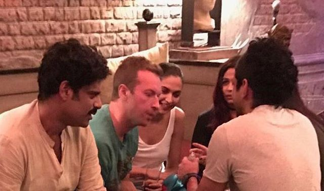 Deepika with Chris Martin of @coldplay ,SRK and Sikandar Kher at a party in Mannat yesterday.  #Deepika #DeepikaPadukone #ColdPlay #ChrisMartin #ShahRukhKhan #SRK