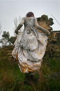 """sweetpeapath:    Eco-dyed dress  by India Flint  """"…the credit goes to Mother Nature - all I did was sew 7 metres of undyed silk into a dress  bundle it around a pocketful of windfallen leaves and sling it into a cauldron,she did the rest!"""""""