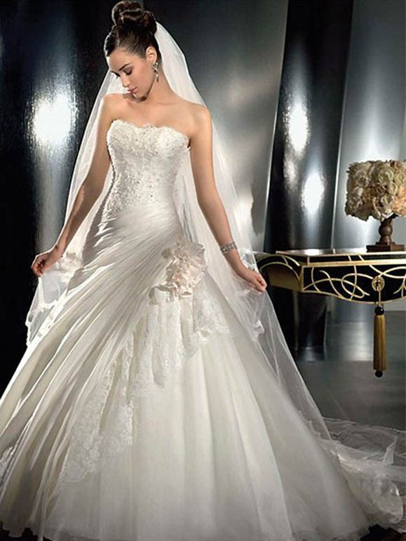 47 best Brautkleider images on Pinterest   Homecoming dresses straps ...