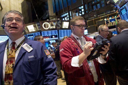 Wall Street cai com petróleo deslizando para US$40,00 o barril - http://po.st/8Nva98  #Bolsa-de-Valores - #Petróleo, #Títulos, #Wall-Street