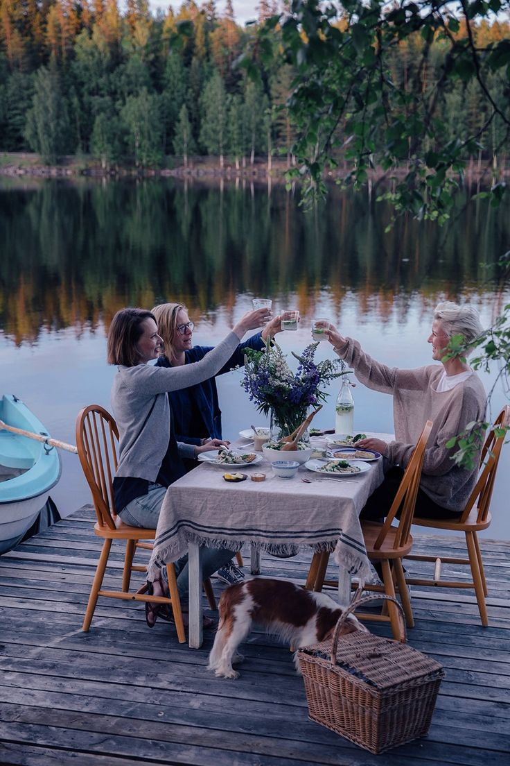 Our Food Stories // A magical gathering at the lake in Sweden