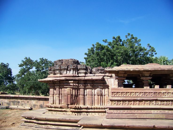 #RamappaTemple also known as the #Ramalingeswaratemple, is located 77 km from #Warangal, the ancient capital of the #Kakatiya dynasty, 157 km from Hyderabad in the state of Telangana in southern India. It lies in a valley at Palampet village of Venkatapur Mandal, in erstwhile Mulug Taluq of Jayashankar #Bhupalpally district, a tiny village long past its days of glory in the 13th and 14th centuries