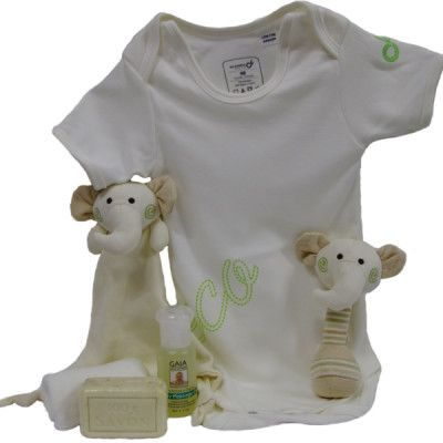 Do you have a friend who is reallly into organic stuff and is expecting a baby? Get her this organic cotton baby gift set for her little darling!
