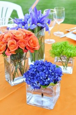 center piece mixing flowers I would so steal this off of the table