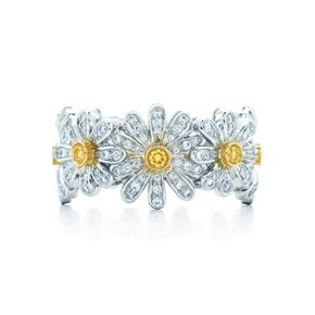 Jean Schlumberger Daisy Ring in 18k gold with yellow and white diamonds.