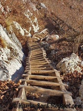 Cornereva, aflată în rezervaţia naturală Domogled – Valea Cernei.