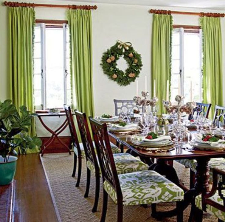 Festive Holiday Rooms Bold Dining Space Love The Green