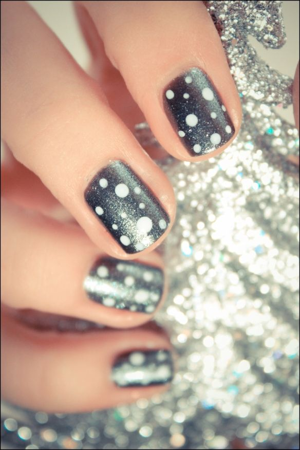 Dotted Manicure with a hint of glitter. Want to try this!