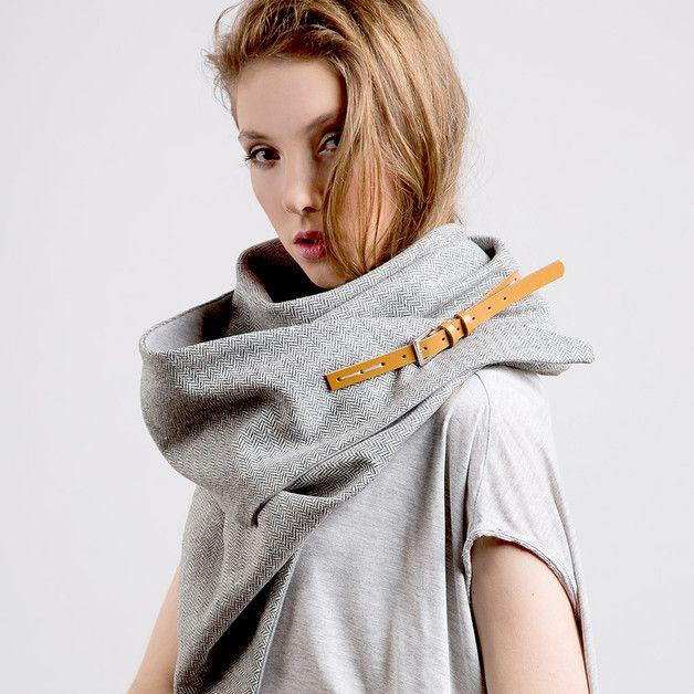 Dreieckstuch mit Fischgrätenmuster und Lederriemen, Schal für den Winter / winterly loop scarf with buckle made by Cado Shop via DaWanda.com