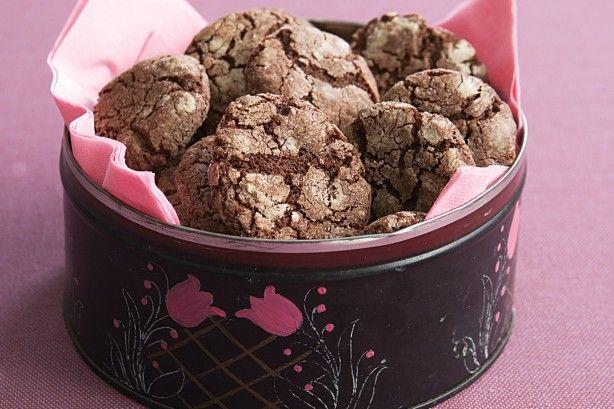 Θεϊκά σοκολατένια cookies με μερέντα ή νουτέλα. Μια πολύ εύκολη, για αρχάριους, συνταγή(από εδώ) για να απολαύσετε τα τέλεια σοκολατένια cookies που θα λα