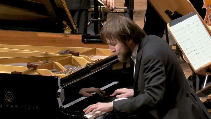 Daniił Trifonow wykonuje dwa koncerty fortepianowe Chopina pfy akompaniamencie Mahler Chamber Orchestra.