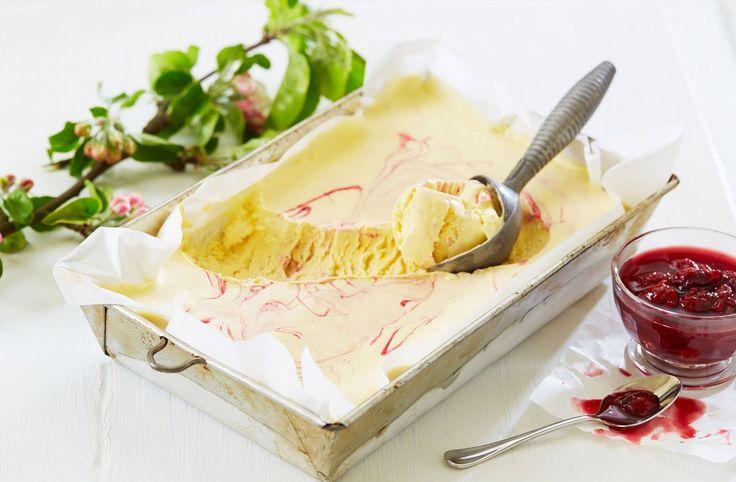 Semifreddo betyr halvfryst og er en enkel måte å lage iskrem på. Husk at den må stå i fryseren i minst seks timer for å stivne.