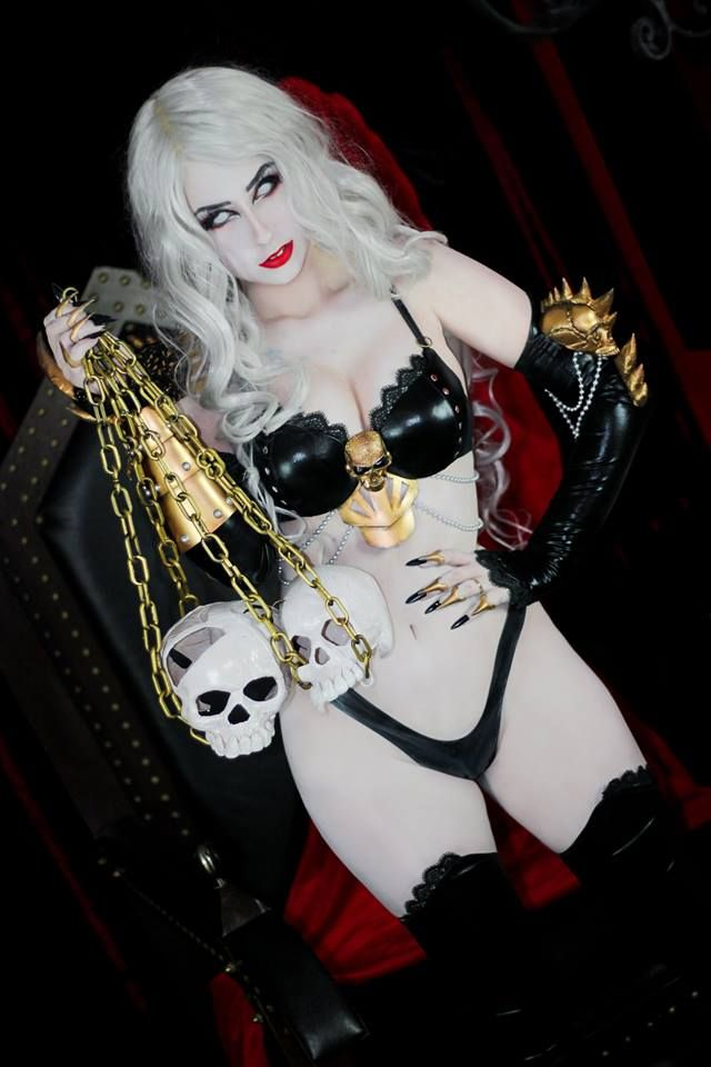 Sexy lady death cosplay