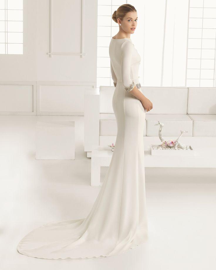 DORIAN traje de novia en crep con adorno de pedreria.