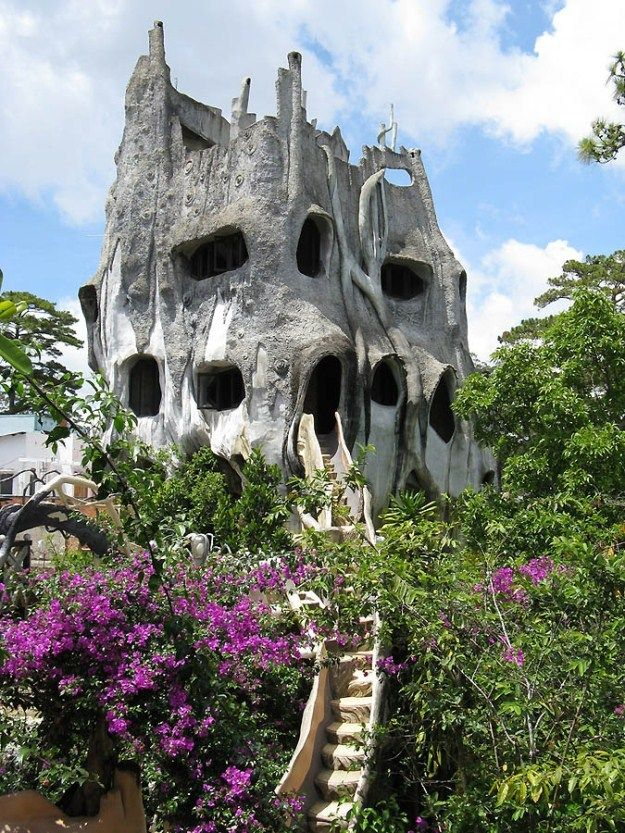 The Crazy Madhouse Designed by Dan Viet Nga (10 Photos)