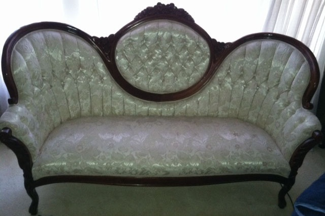 Kimball Victorian Couch Plus Two Matching Tables Table And Chairs Tables And Chairs