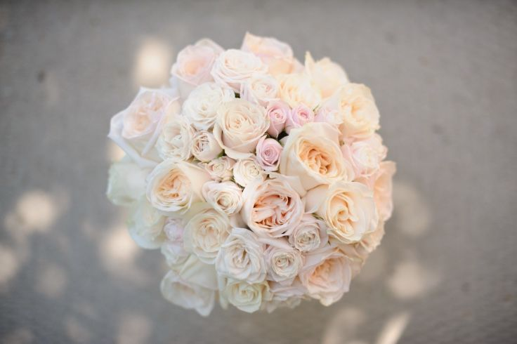 Classic rose bouquet with garden roses and spray roses in peach and blush tones.  Photo: @jarusha  Bouquet: www.flowersbyjanie.com  #Calgaryweddingflorist #Calgarywedding #blushrosebouquet #bridalbouquet  http://flowersbyjanie.com/blog/flowers-by-janie-calgary-wedding-florist/bridal-bouquets-2014-a-year-in-review-flowers-by-janie-calgary-wedding-florist