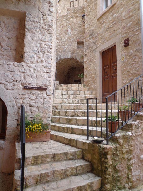Im Borgo Castello di Postignano