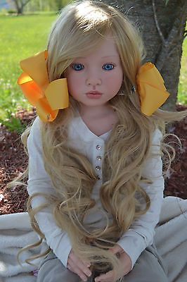 I'm loving these incredible reborn dolls.  This one is particularly beautiful.  Her name is Aloenka by Natali Blick from Jill's Reborn Nursery.