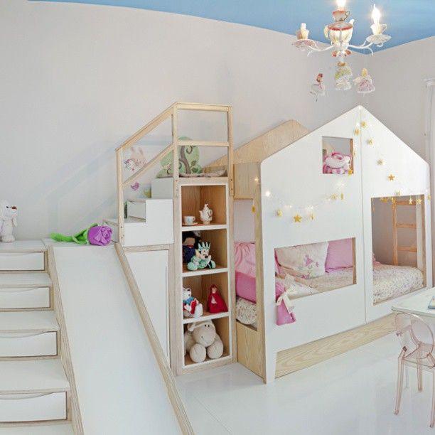 Catarina ganhou um quarto que qualquer menina iria ficar encantada, cama (na verdade, 3, um beliche e uma bicama), escorregador e casinha, tudo junto num móvel só, a cama Cafofo, …