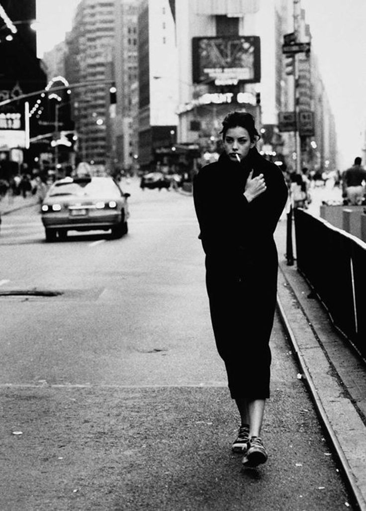 Liv Tyler in 90's NYC.: Time Squares, Style, Cities, White, Long Coats, Liv Tyler, Lara Rossignol, People, Street Photography