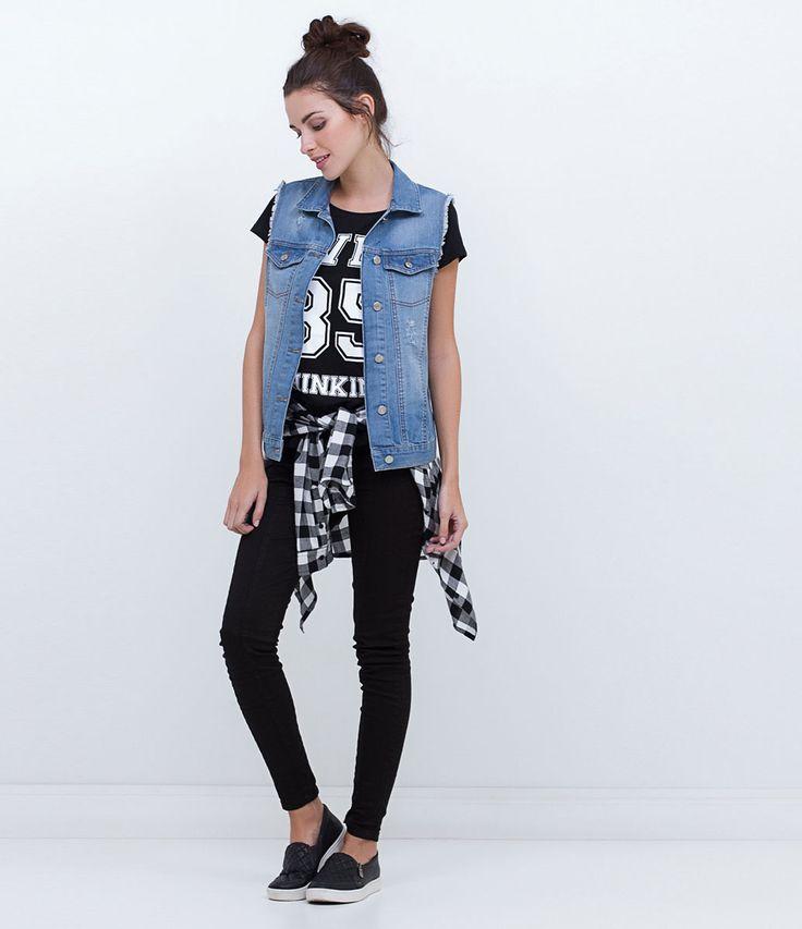 Colete feminino  Alongado  Marca: Blue Steel  Tecido: jeans  Composição: 100% algodão  Modelo veste tamanho: P       Medidas da Modelo:     Altura: 1,73   Busto: 80  Cintura: 60  Quadril: 90       COLEÇÃO INVERNO 2016     Veja outras opções de    coletes femininos.