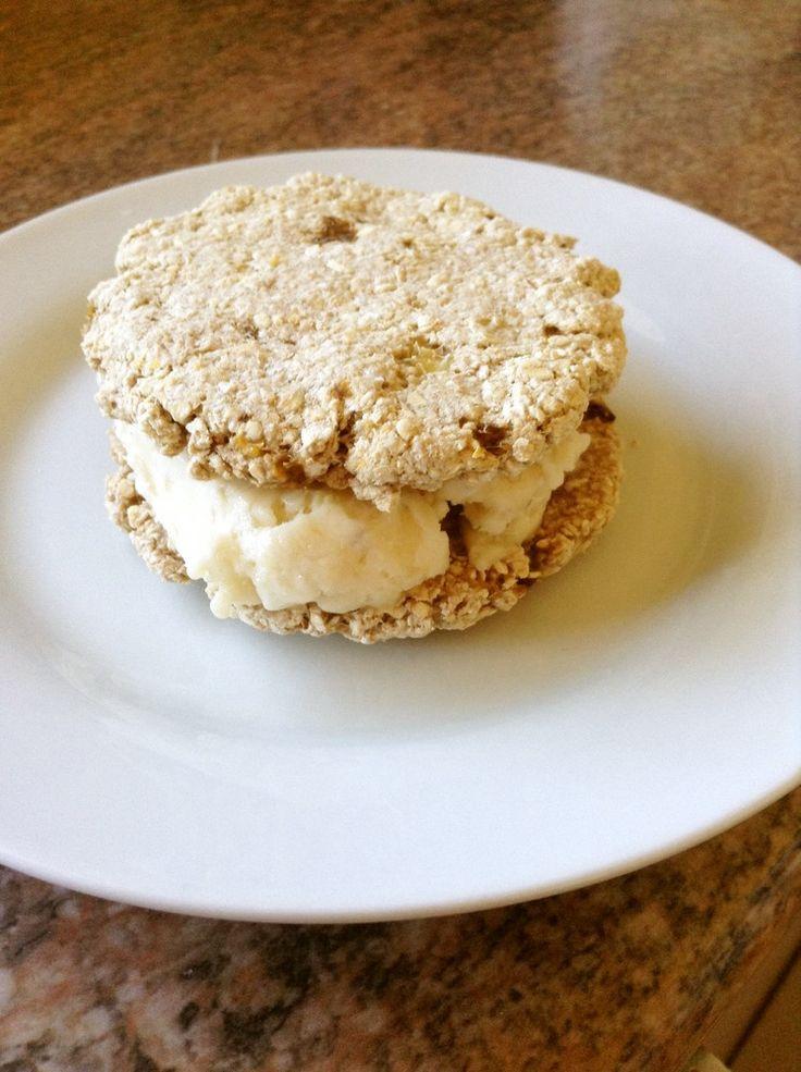 オージー美人のバナナアイスサンドクッキー    材料2つ‼︎スポーツトレーナー推奨、砂糖もバターもクリームも無しの、自然な甘みで素朴な味のアイスサンドクッキーです!