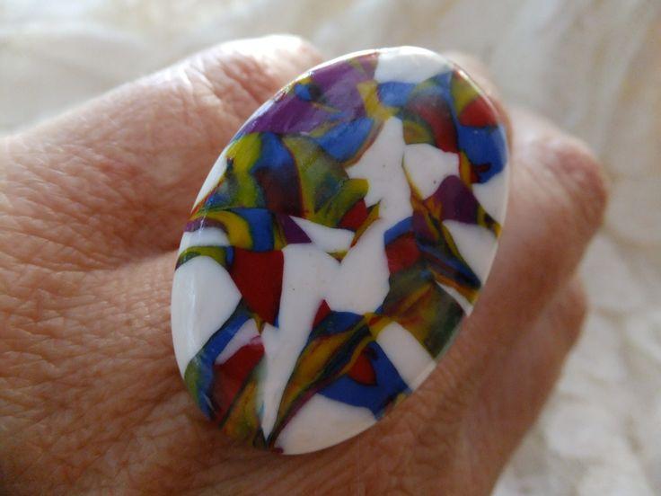 """196. Bague ovale """"Une mosaïque de couleur sur fond blanc"""" : Bague par tournicotti-tournicotta"""